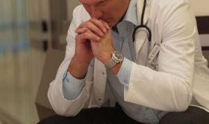Si mi paciente me agrede, ¿tengo la obligación de volver a atenderle?
