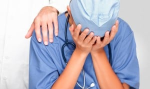 Si pegas a un médico y te condenan, no puedes presentarte a unas elecciones