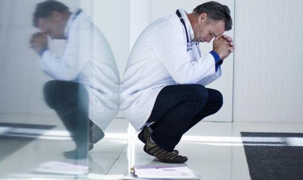 Siete de cada 10 médicos que han cometido una negligencia sufren depresión