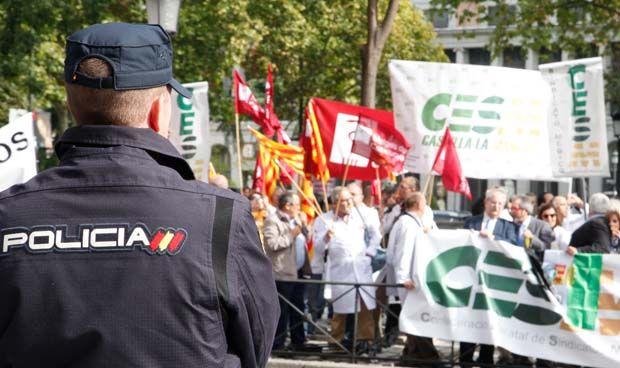 Solo Podemos apoya subir el sueldo a los sanitarios como a Mossos y Policía