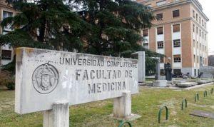 Sube la nota de Medicina en todas las universidades de Madrid, menos en una