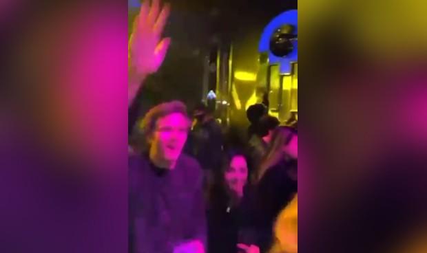 """Sanitarios ante la fiesta sin mascarillas de Teatro Barceló: """"Es penoso"""""""