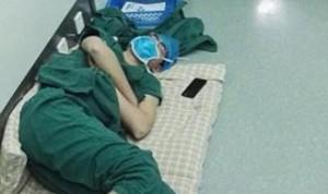 Tras 28 horas sin dormir ¿cómo puede un cirujano operar a vida o muerte?