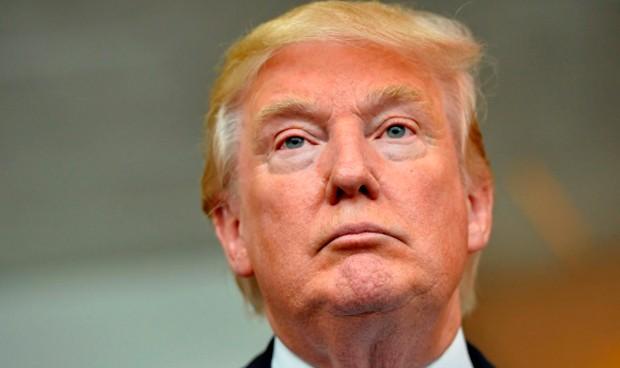 """Trump asume la posibilidad de """"cargar"""" con el Obamacare"""