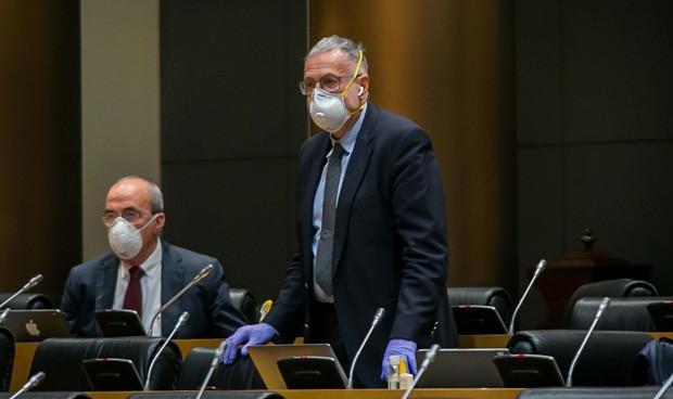 Tumulto con distanciamiento en la Comisión de Sanidad