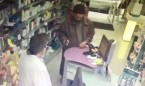 Un anciano atraca tres farmacias en Barcelona con una pistola de juguete