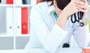 Un año de cárcel y 100 euros de multa por insultar y amenazar a su médico