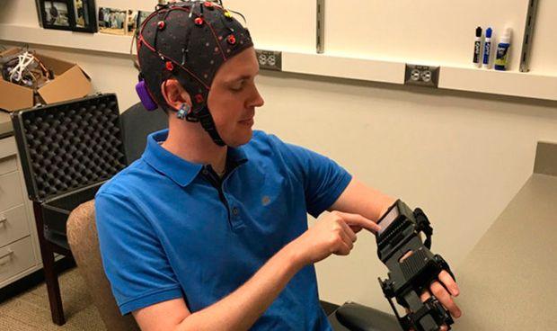 Un aparato de control cerebral mejora la movilidad de pacientes con ictus