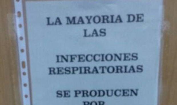 Un centro de salud coloca estos carteles irónicos contra el colapso gripal