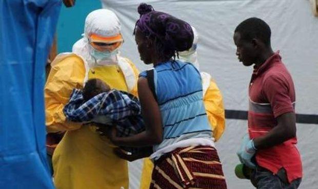 Un estudio afirma: el ébola deja secuelas neurológicas a los supervivientes
