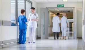 Un estudio dice que Enfermería confía más en los médicos que en las médicas