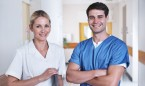 Un estudio revela la discriminación en Enfermería: ellos ganan un 10% más