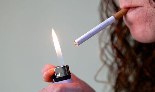 Un juez avala que una paciente con EPOC reciba pensión aunque siga fumando