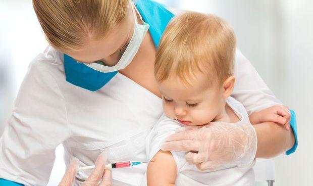 Un leve descenso de vacunación en sarampión provoca un desmedido contagio