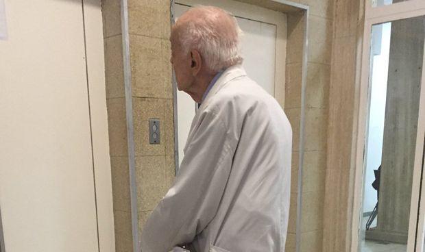 Un médico de 91 años revela la clave para seguir yendo al hospital cada día