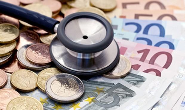 Un médico español necesita 47 meses para ganar lo que un belga en un año