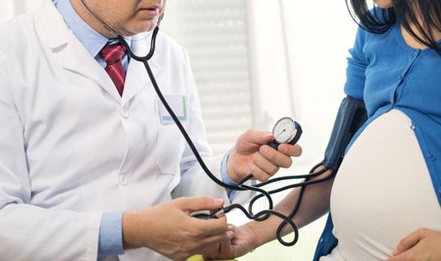 Inhabilitado un médico por usar su esperma para inseminar pacientes