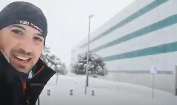Un MIR corre 17 kilómetros por la nieve para llegar a su guardia en Madrid