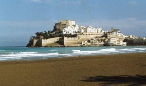Un municipio costero de España ofrece casa gratis a médicos en verano