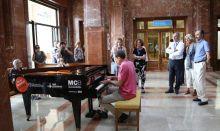 Un piano, terapia contra el tedio del ingreso hospitalario
