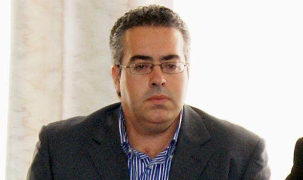 Un político español abandona su puesto por falsear su título de Medicina