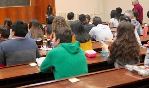 Un profesor no usa mascarilla y aíslan un aula de la Facultad de Farmacia