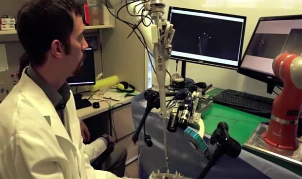 Un robot opera mejor que el cirujano