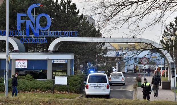 Un hombre irrumpe en un hospital checo y mata a tiros a al menos 6 personas