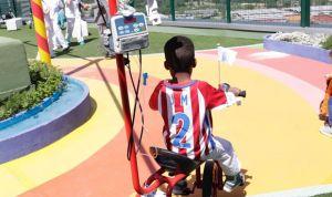 Un triciclo portasueros para los niños ingresados en el 12 de Octubre