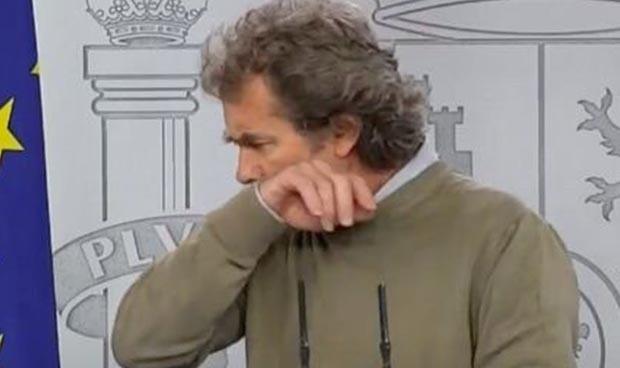 Una almendra juega una mala pasada a Fernando Simón