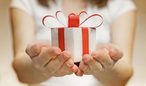 Una carta, dulces y hasta croquetas para agradecer la labor de los médicos