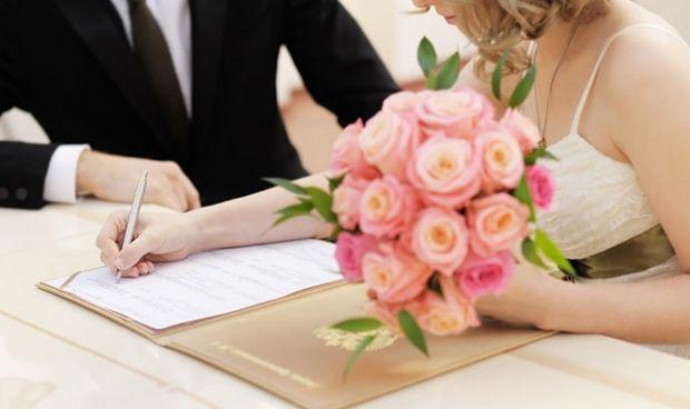 Una enfermera falsea el día de su boda para tener vacaciones en el SAS