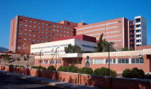Una enfermera, operada de urgencia por perseguir a un ladrón en el hospital