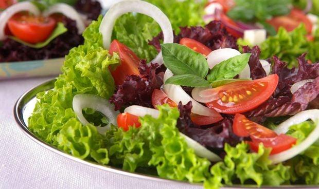 Una ensalada al día ayuda a mantener el cerebro 11 años más joven