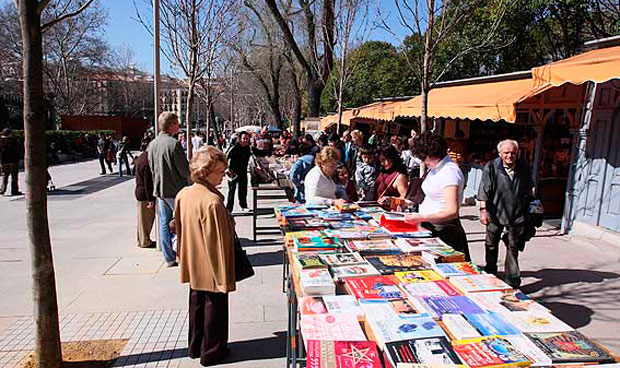 Una feria madrileña vende los libros de los médicos que mueren