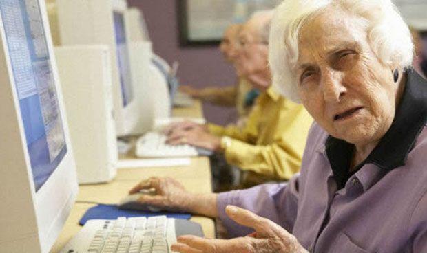 Una médica de 84 años pierde su licencia por no saber utilizar el ordenador