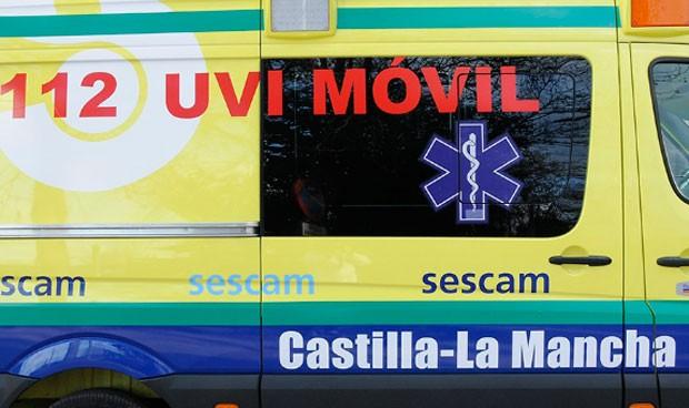 Una mujer patea a 1 enfermera, 1 médico y 2 técnicos tras ser reanimada