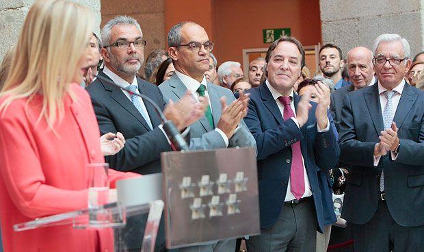 Una ovación reconoce la labor de Sánchez Martos