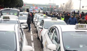 Una paciente con ELA denuncia al taxista que la echó de su coche a tirones