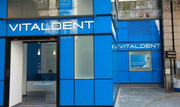 Una veintena de franquicias de Vitaldent critican el abuso del nuevo dueño