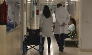 Uno de cada 3 médicos de hospital cree que cobra menos de lo que debería