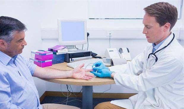 Uno de cada seis médicos no se presenta nunca a sus pacientes