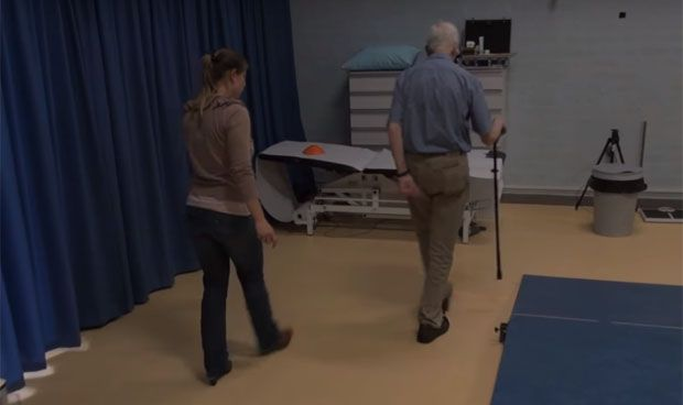 Unos zapatos con l�ser ayudan a pacientes con p�rkinson a no caerse