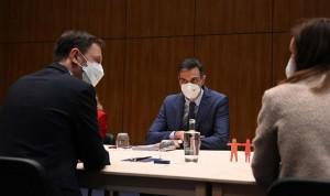 España propone aumentar la producción de vacunas y acelerar su distribución