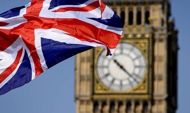 """Vacuna Covid-19: Reino Unido recibirá las primeras dosis """"en 10 días"""""""