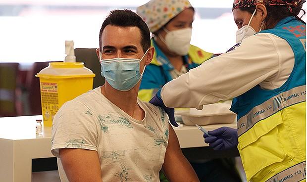 """Vacunas Covid a 350 dosis/hora para ganar """"el partido de nuestras vidas"""""""