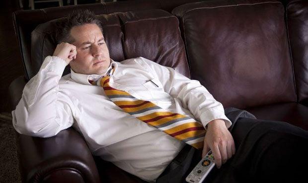 Ver la tele más de 4 horas diarias aumenta el riesgo de cáncer colorrectal