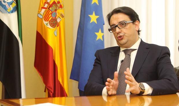 Vergeles garantiza la financiación para terminar el hospital de Cáceres