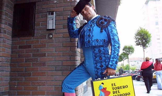 Vestirse de torero para presionar a un farmacéutico moroso no es condenable