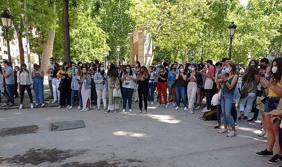 Vicenç Martínez mueve ficha y llama a los MIR tras las protestas